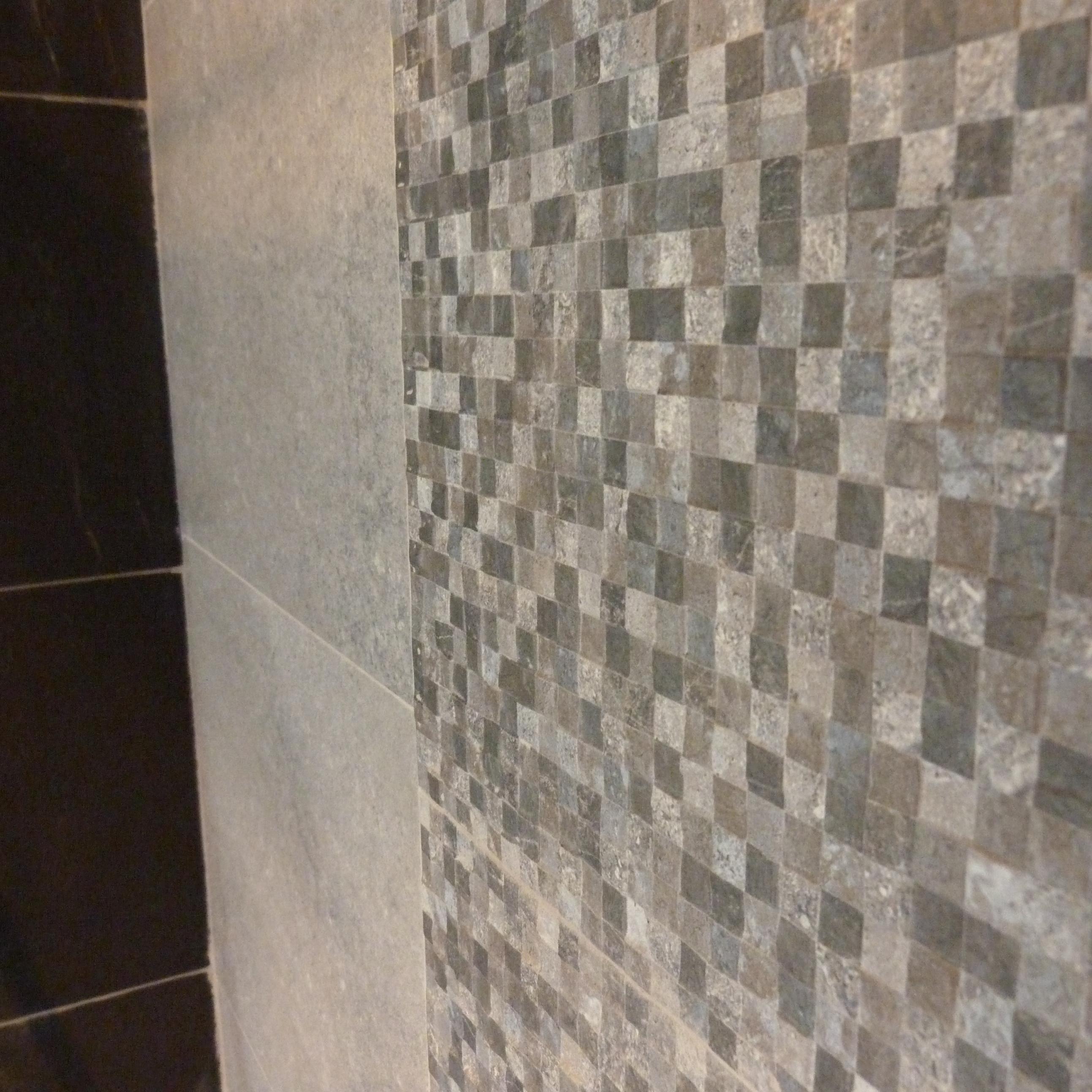detalle piedra baño suite